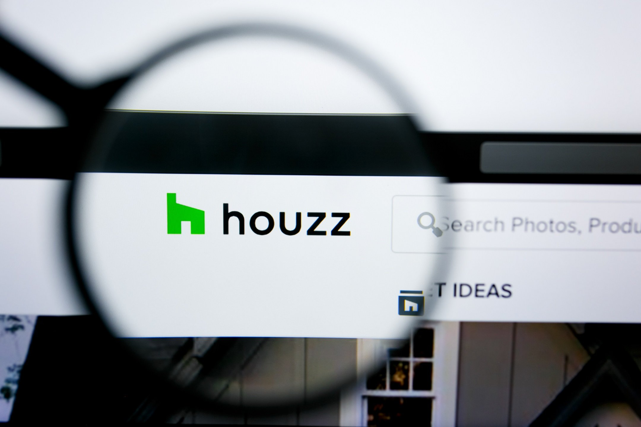 Houzz Logo and Search Bar on the Main Page