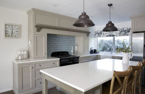 A Reference Picture Showing a Kitchen in Light Colors